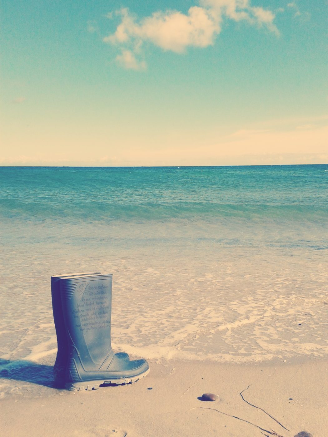 Gummistiefel am Meer