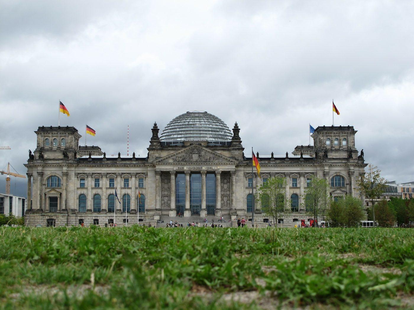 Bundestag mit Wolken